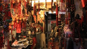 【台北萬華】龍山寺周辺は怪しげな香り漂う、台湾庶民の姿が見られる街だった